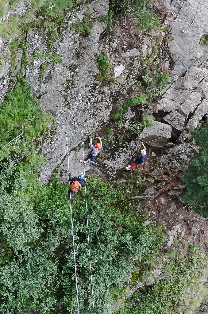 Der neue, familienfreundliche Klettersteig macht Spass. Die Seil